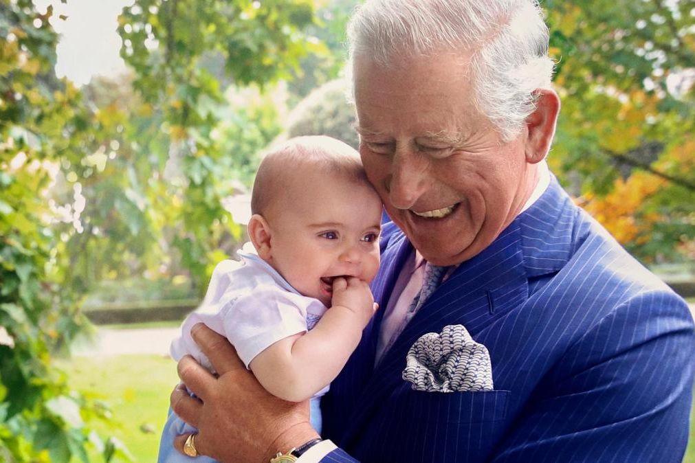 Príncipe Carlos e Camilla assinalam aniversário do neto