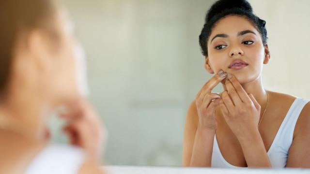 Tem acne ou borbulhas na cara? Este objeto insuspeito pode ser o culpado