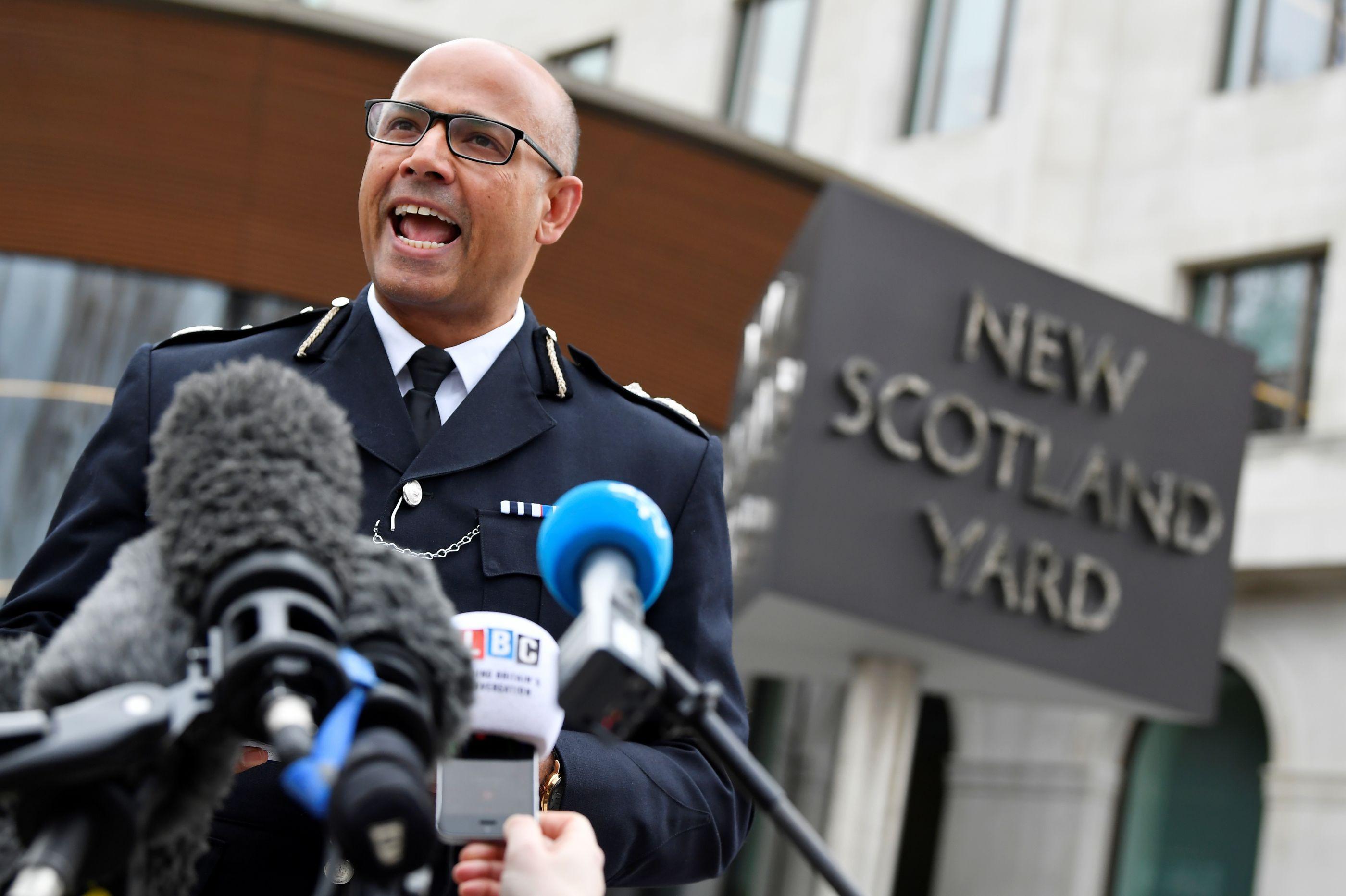 Dois engenhos explosivos encontrados em Londres. Aberta investigação