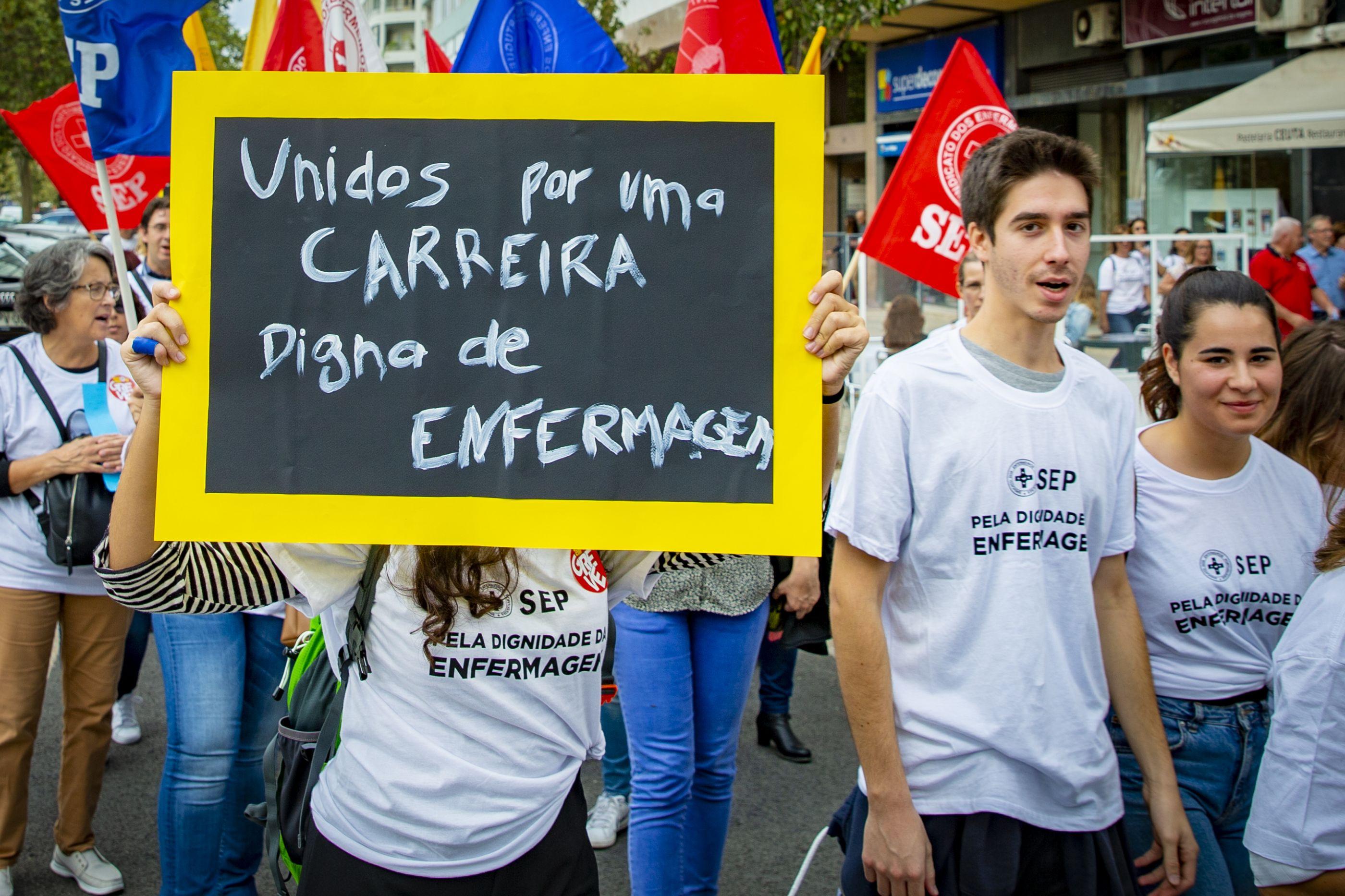 """Enfermeiros pedem uma """"intervenção urgente"""" de todos os partidos"""