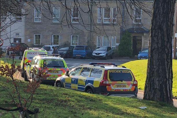 Hospital encerrado após enfermeira ser esfaqueada na Escócia