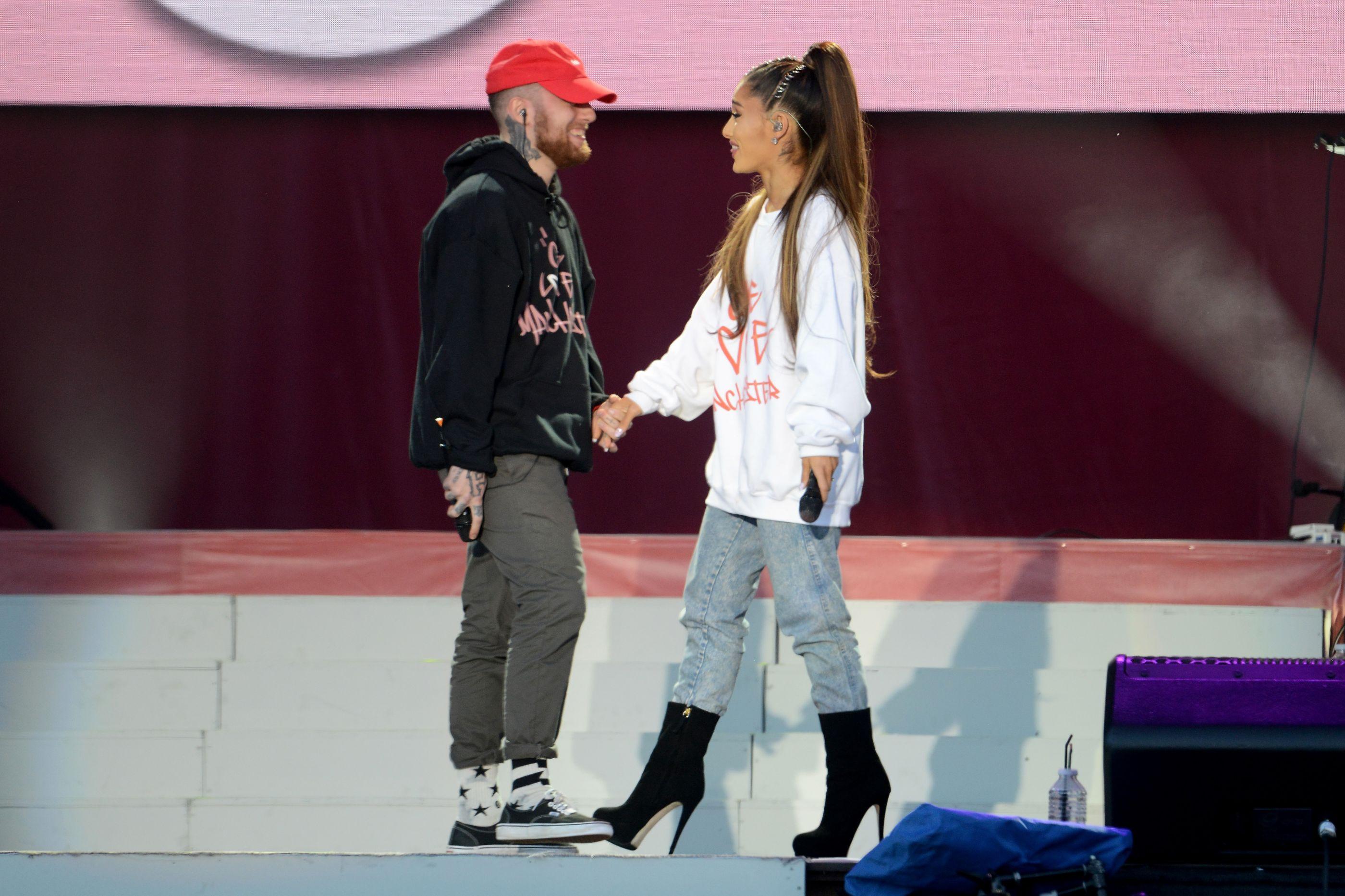 """Ariana Grande recorda ex-namorado, Mac Miller: """"Sinto a tua falta"""""""