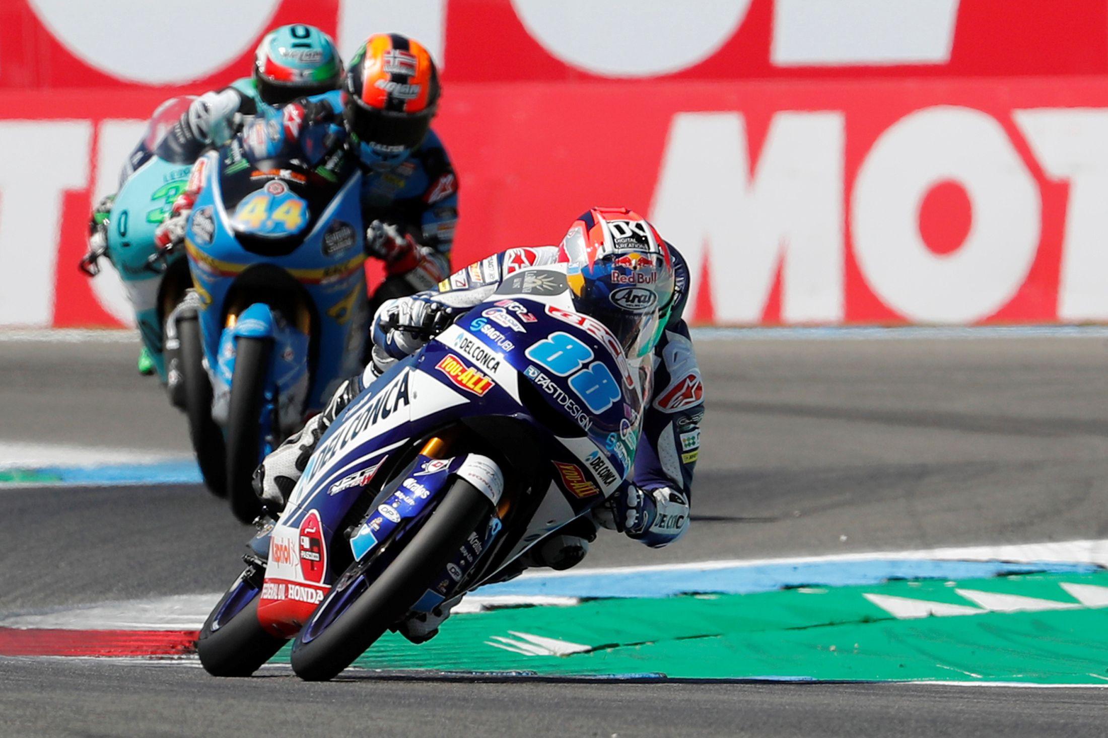 Substituto de Miguel Oliveira vai para o hospital na estreia no Moto2