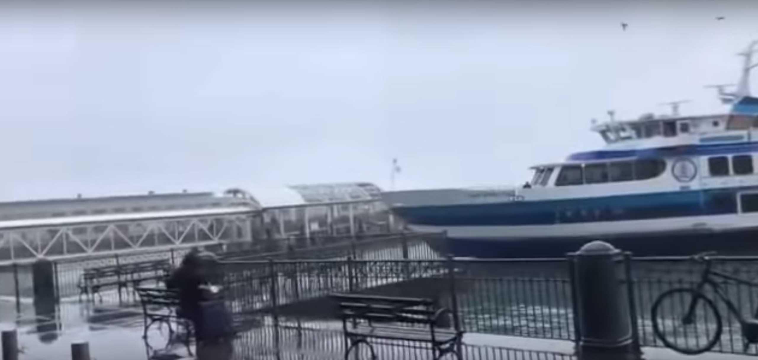 Ferry colide com o cais ao atracar em São Francisco