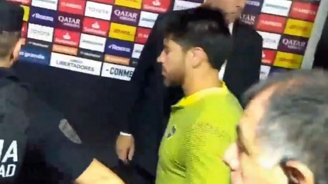 Dois jogadores do Boca Juniors transportados para o hospital