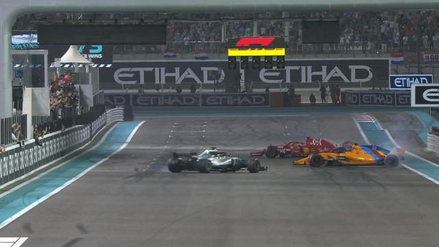 O gesto de Hamilton e Vettel para Alonso. O resto foi fumo...
