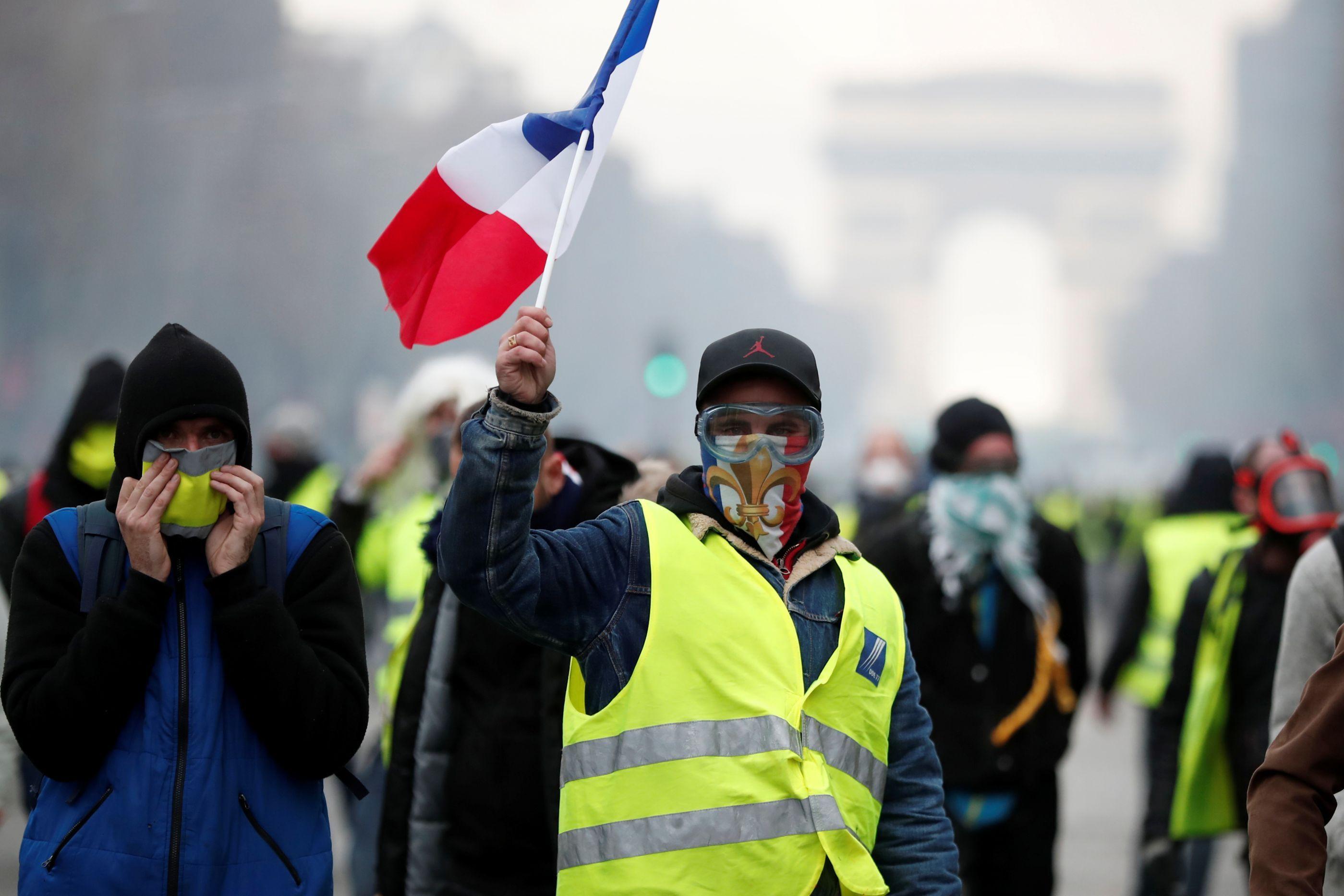 Missão militar mobilizada em França para protesto dos Coletes Amarelos