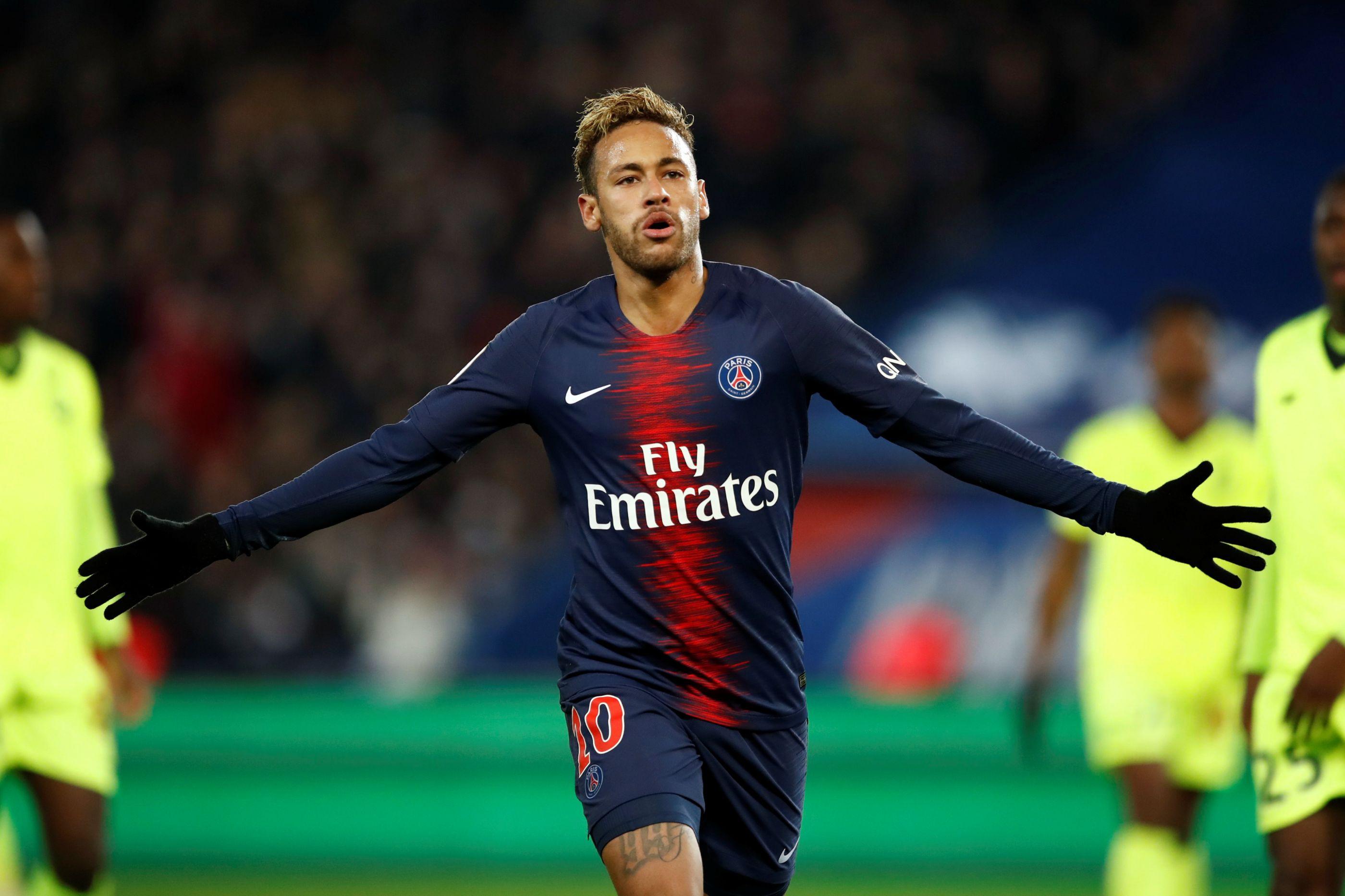 Neymar está de regresso no dia em que o PSG festeja o título