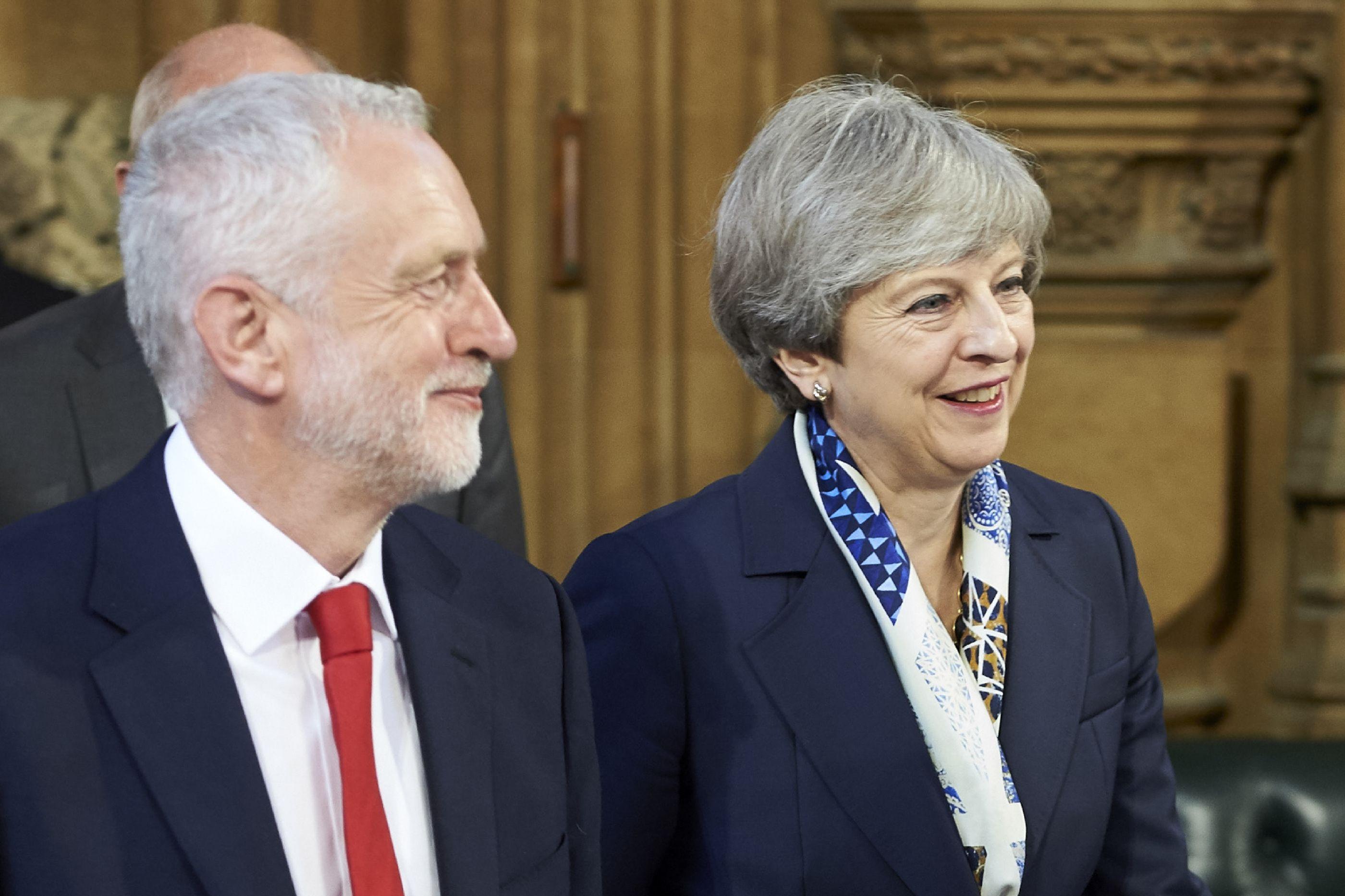 Jeremy Corbyn vai avançar com moção de censura a Theresa May