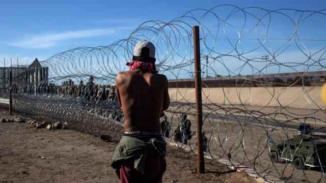 Mulher fica empalada ao tentar atravessar fronteira entre México e os EUA