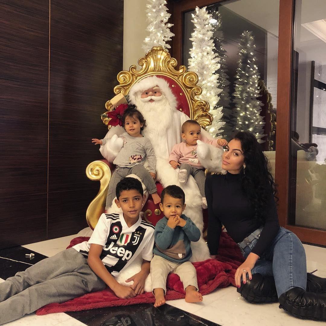 Com os filhos, Georgina Rodríguez prepara-se para o Natal