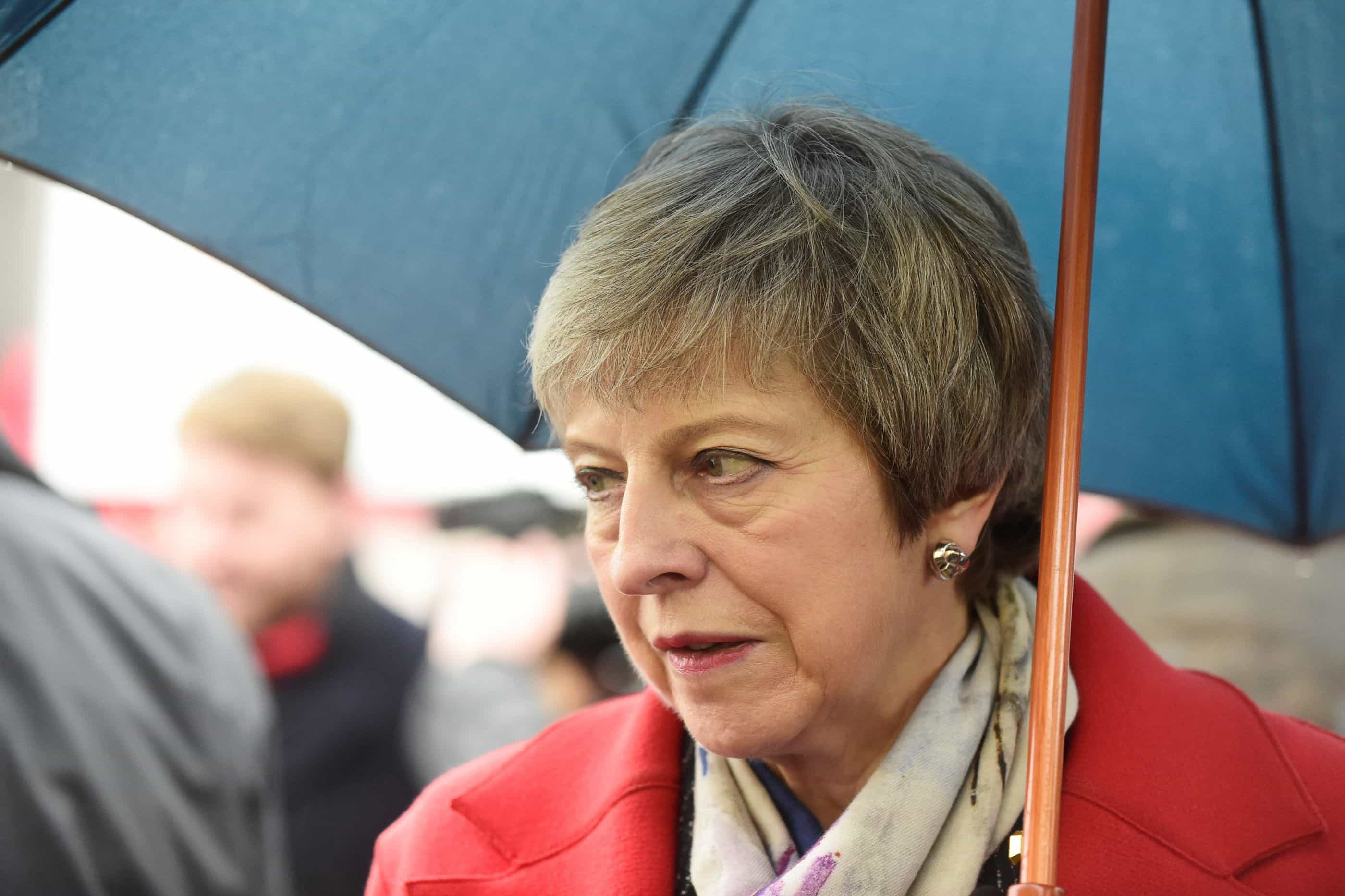 May inicia contactos com líderes europeus para obter garantias adicionais