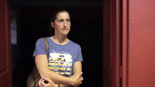 Mulher despedida de corticeira teve de estar 2 dias em pé sem fazer nada