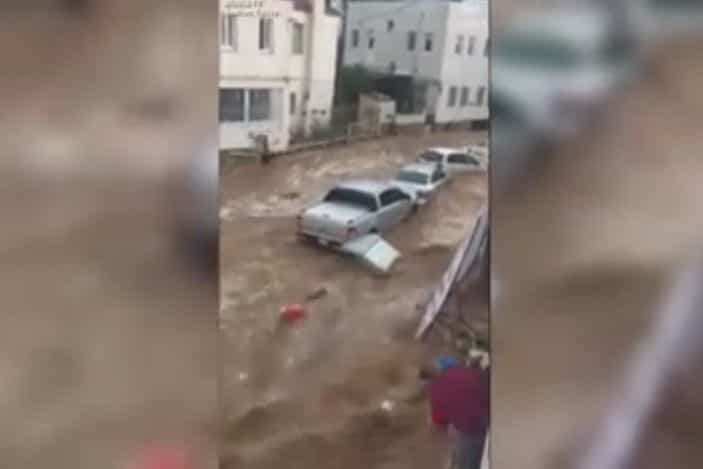 Chuva forte inunda cidade turística na Turquia