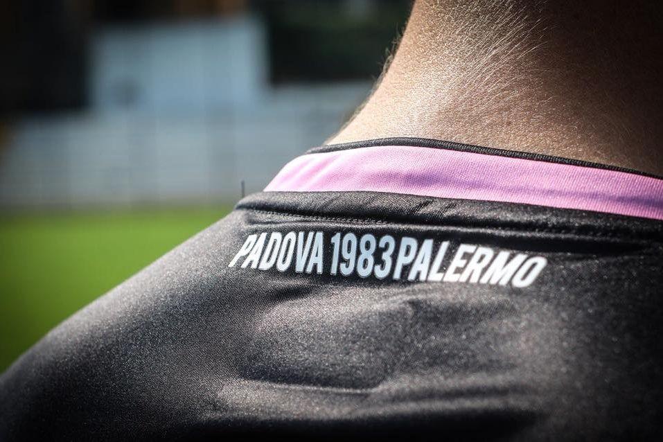 Palermo, histórico do futebol italiano, foi vendido por 10 euros