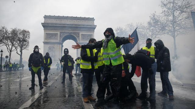 Paris, palco de violência: 133 feridos e 412 detidos pela polícia