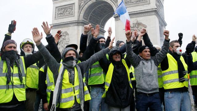 Coletes amarelos: Manifestação de Paris regista mais de 300 interpelações