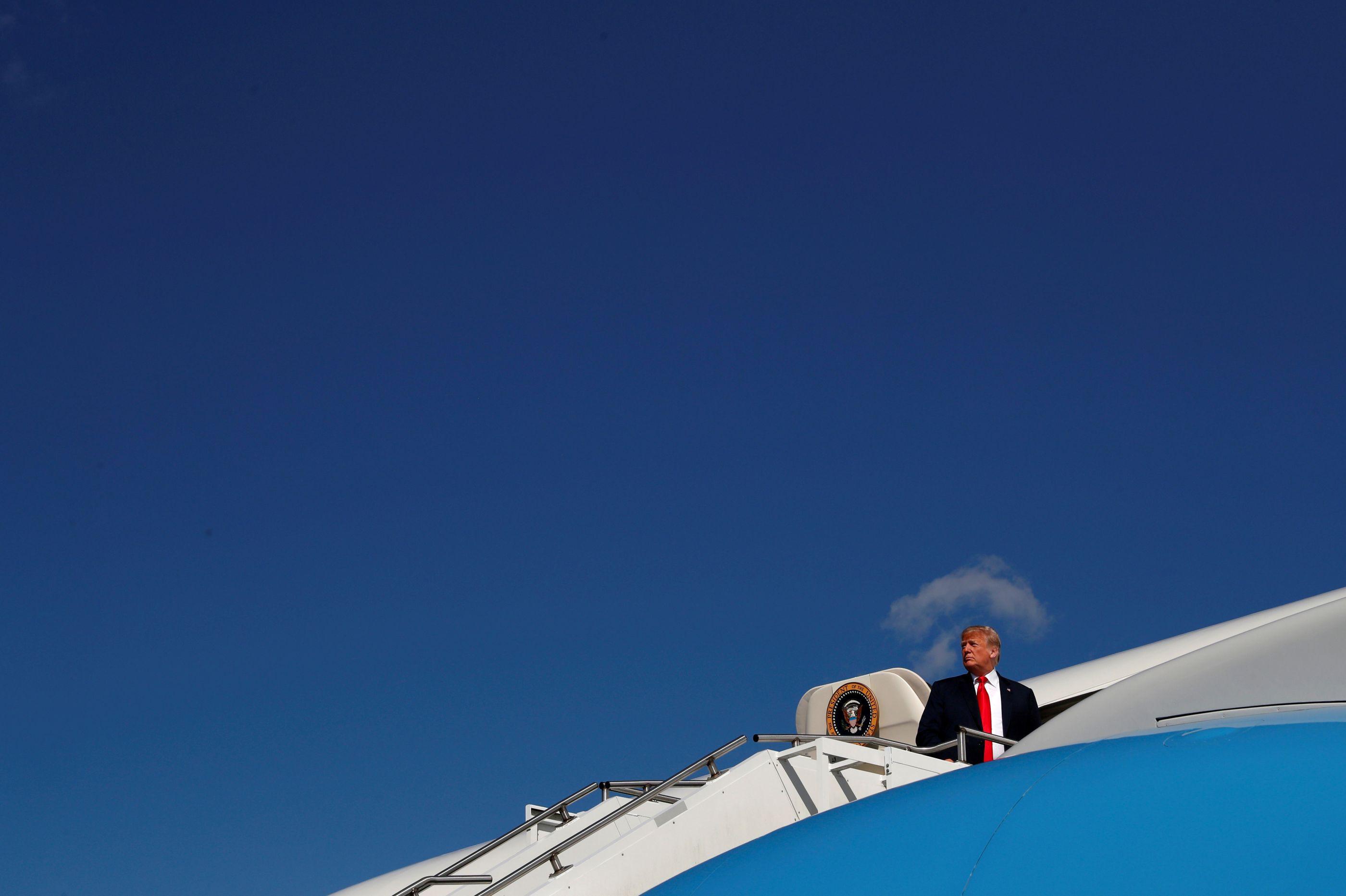 Trump manda avião presidencial ir buscar urna de George H.W Bush ao Texas