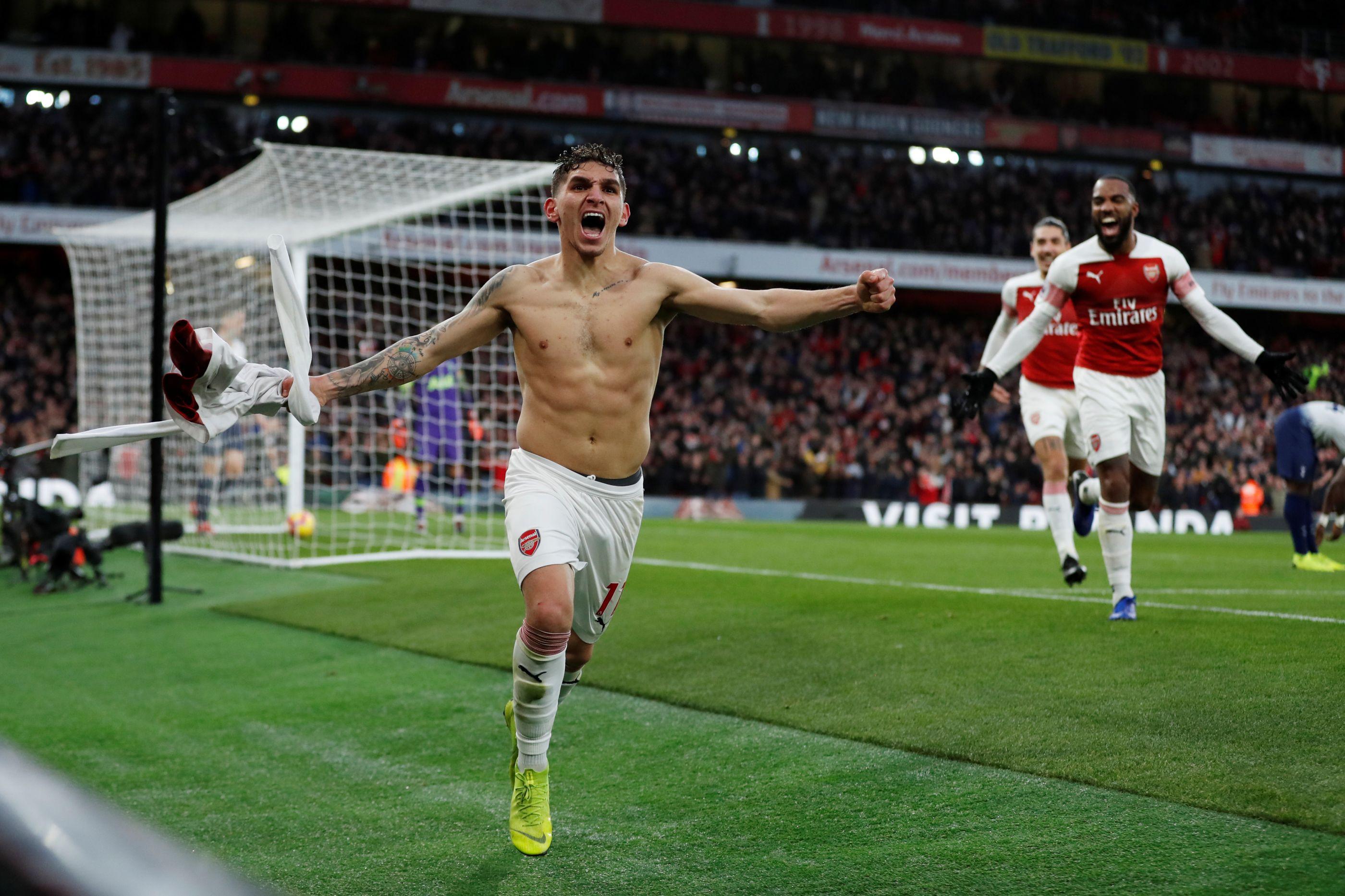 Arsenal bate Tottenham em dérbi 'escaldante' com seis golos