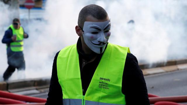 Mais de 150 detidos e cinco feridos na manifestação dos coletes amarelos
