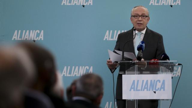 """Santana prefere que Aliança """"vá sozinha"""" às europeias e legislativas"""