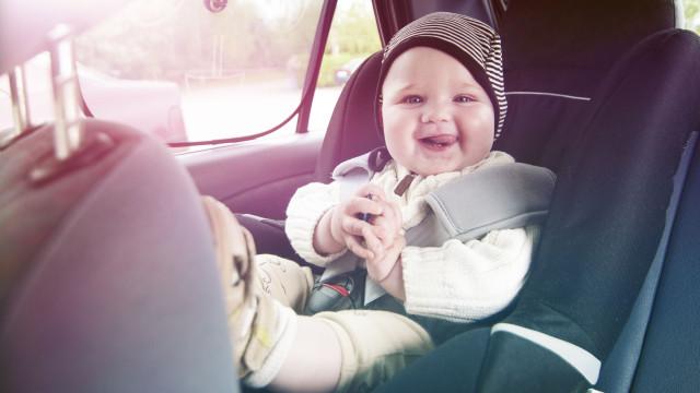 Cadeirinhas de bebé estão contaminadas com químicos tóxicos, avisa estudo