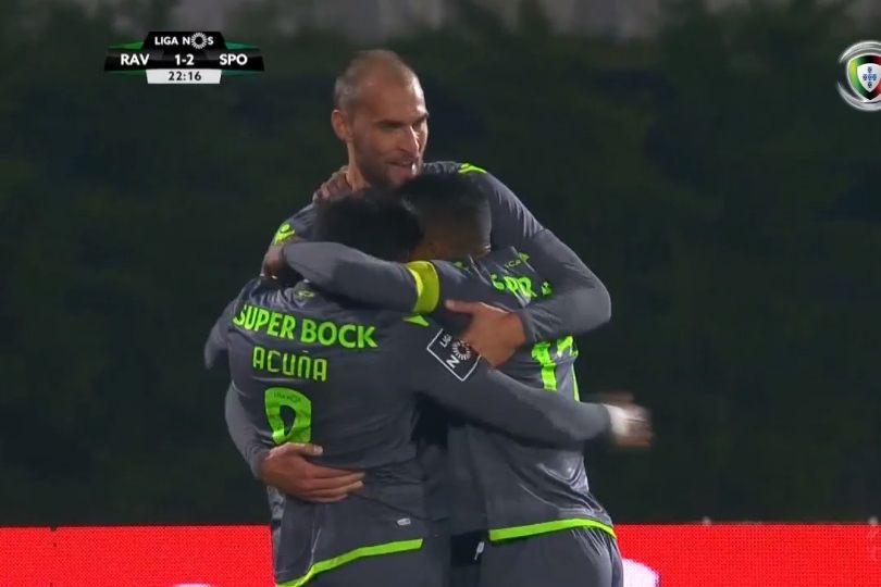 Bas Dost foi ao 'segundo andar' buscar o segundo golo do Sporting