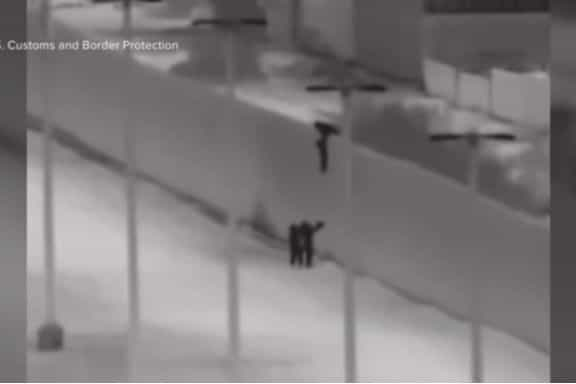 Homem filmado a largar crianças de muro na fronteira entre México e EUA