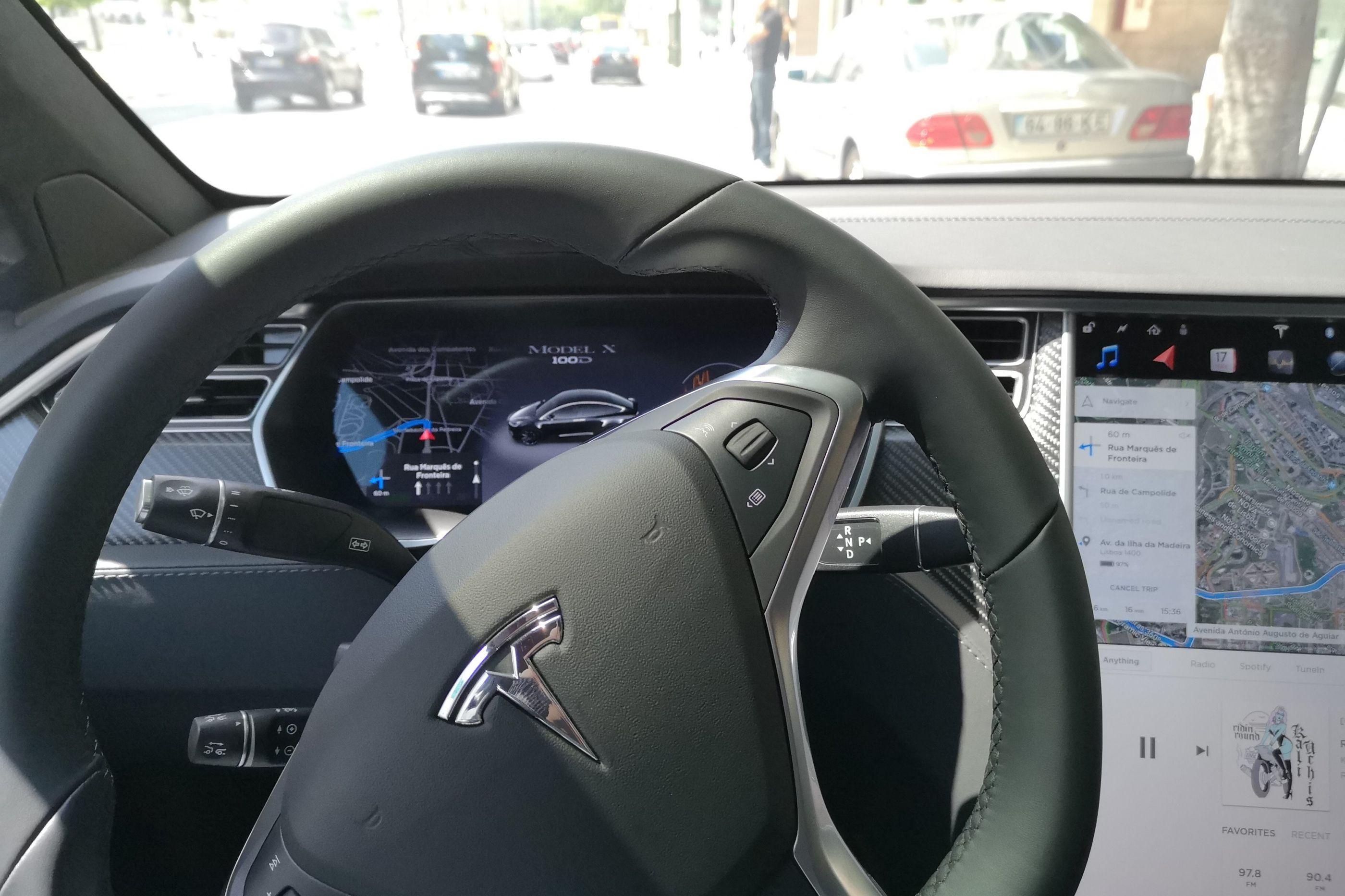 Tesla Model X: Um 'gigante' silencioso e (muito) rápido
