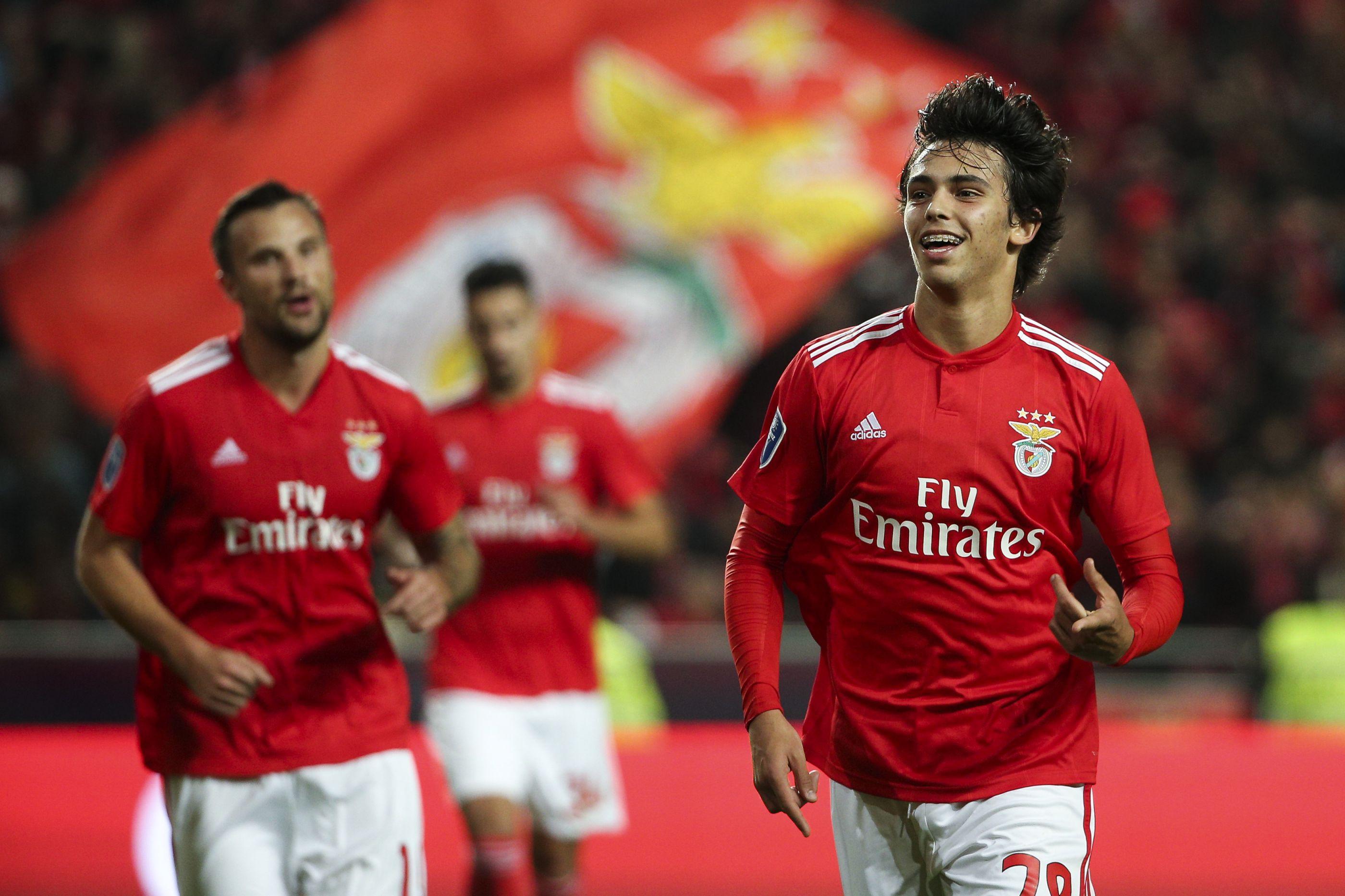 Benfica contorna mais uma 'mina' num campo de 'guerra' ainda perigoso