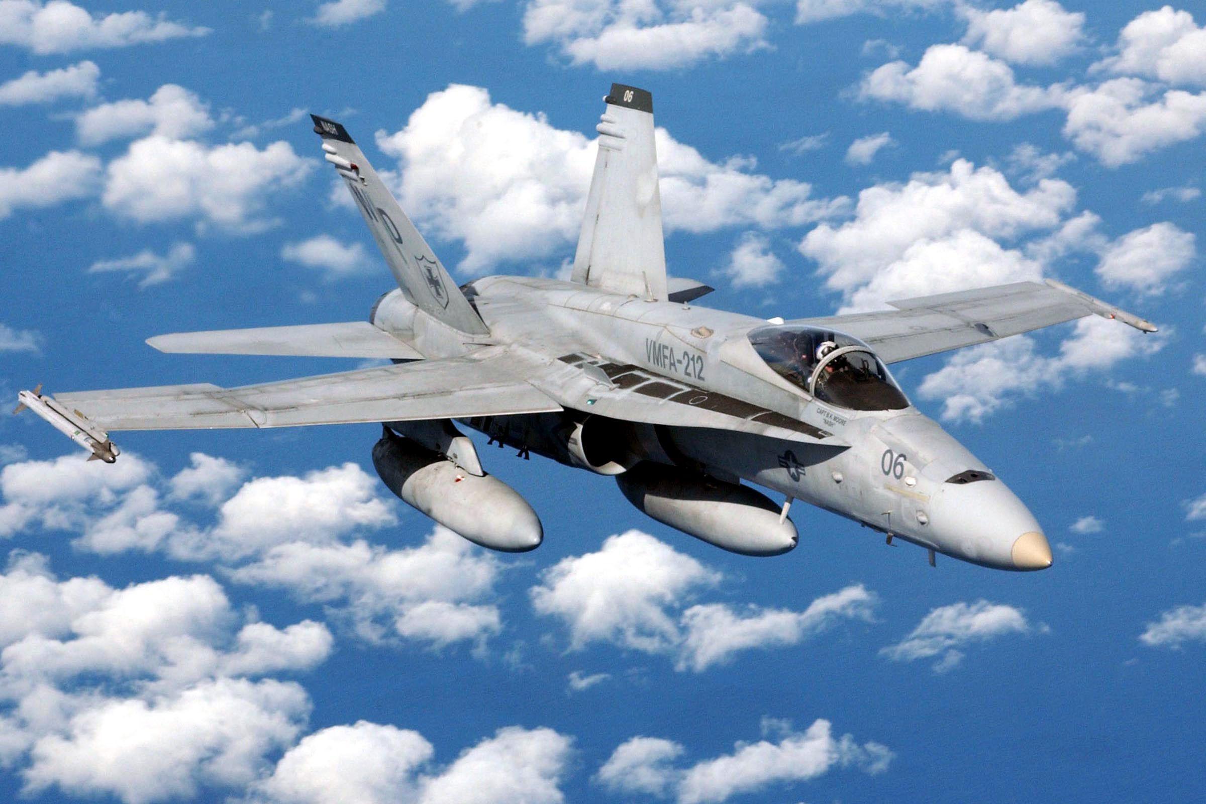 Encontrados dois dos sete fuzileiros cujos aviões se despenharam no Japão