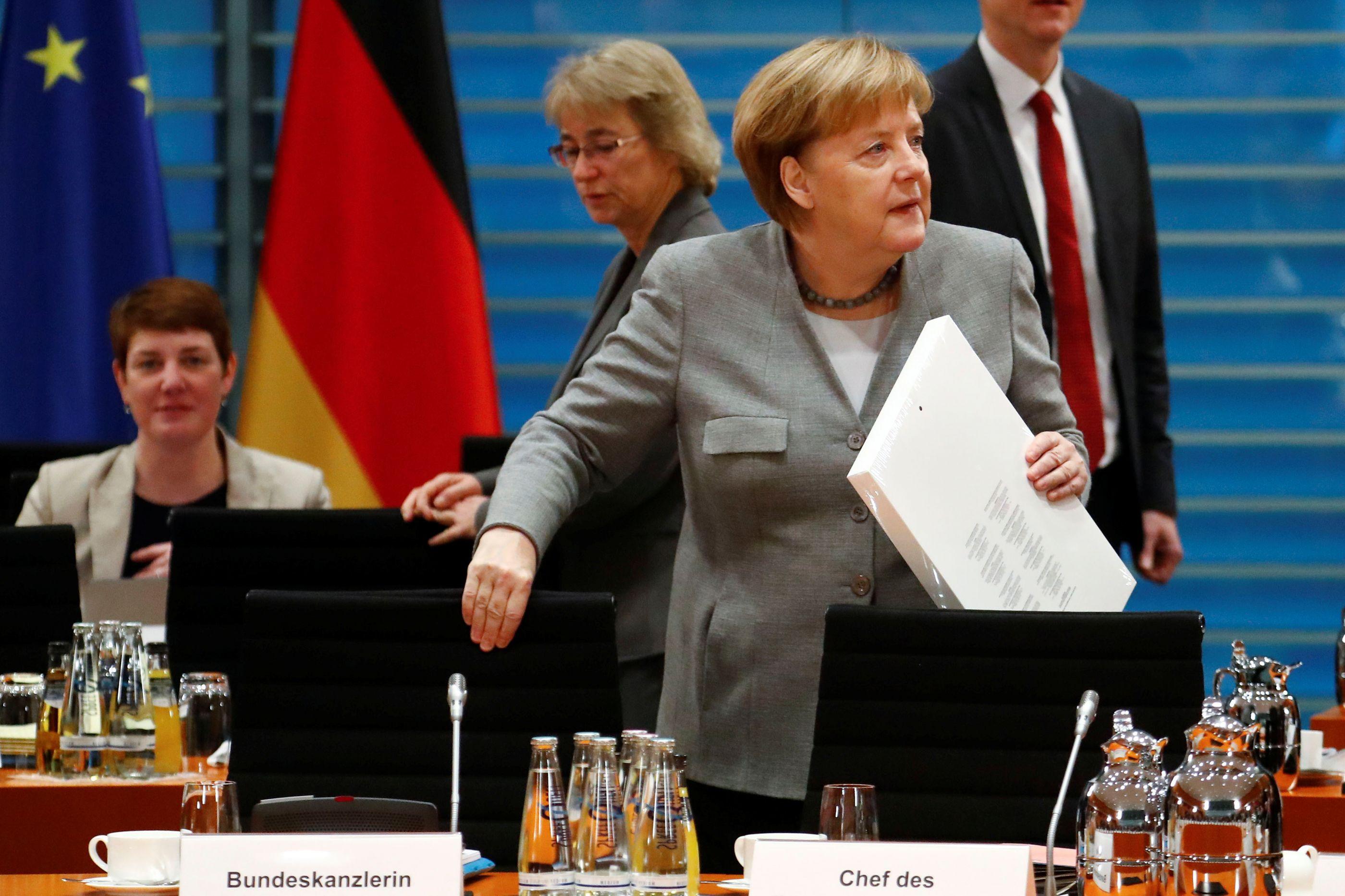 CDU escolhe hoje em congresso sucessor de Angela Merkel