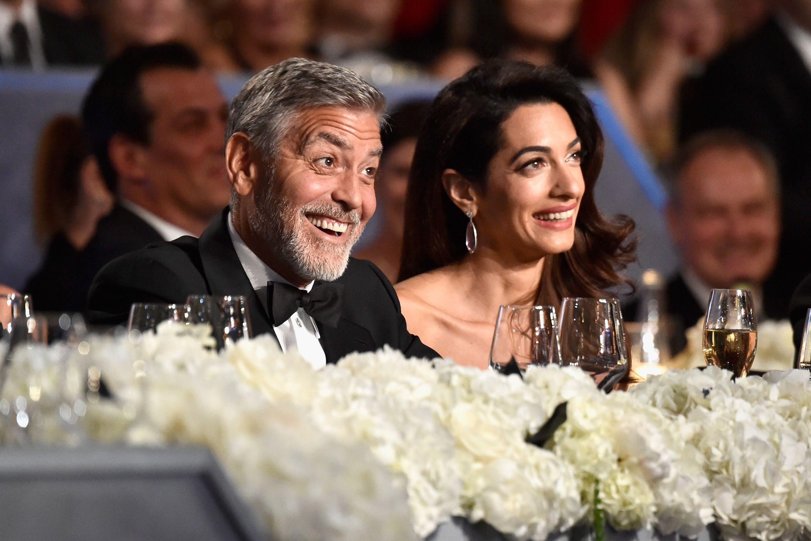 Amal Clooney 'apanhada' em momento único com filhos gémeos