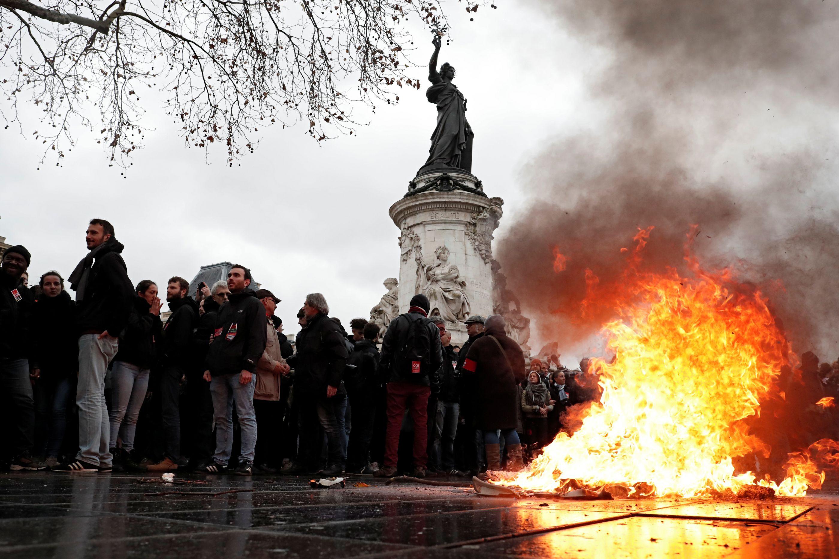 Governo português aconselha: Evite ir a Paris este fim de semana