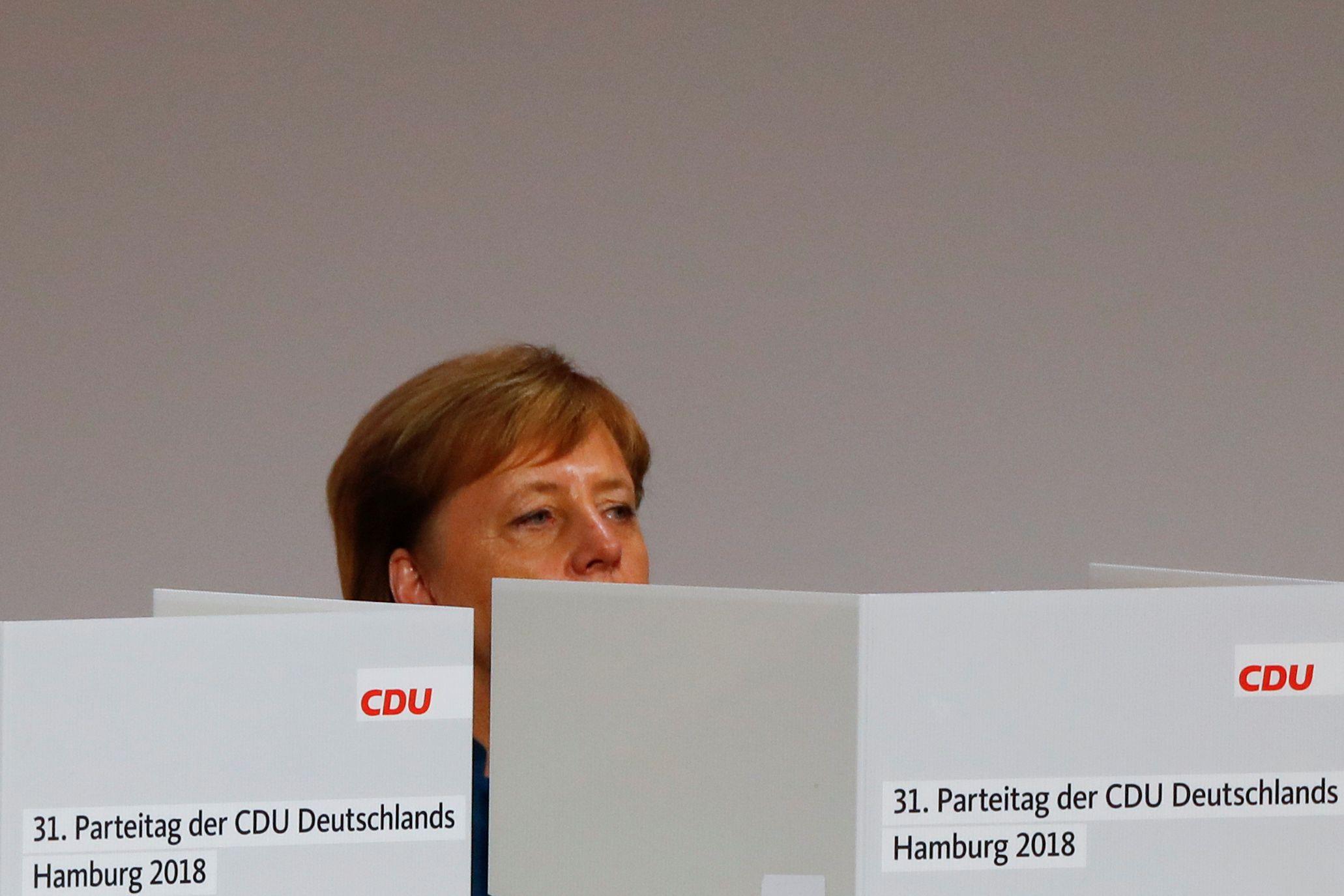 """Merkel apela à CDU para defender os valores """"democráticos e cristãos"""""""