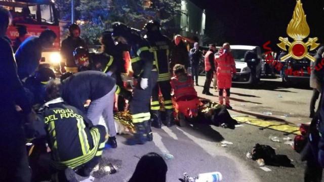 Pelo menos seis mortos e cem feridos em discoteca italiana
