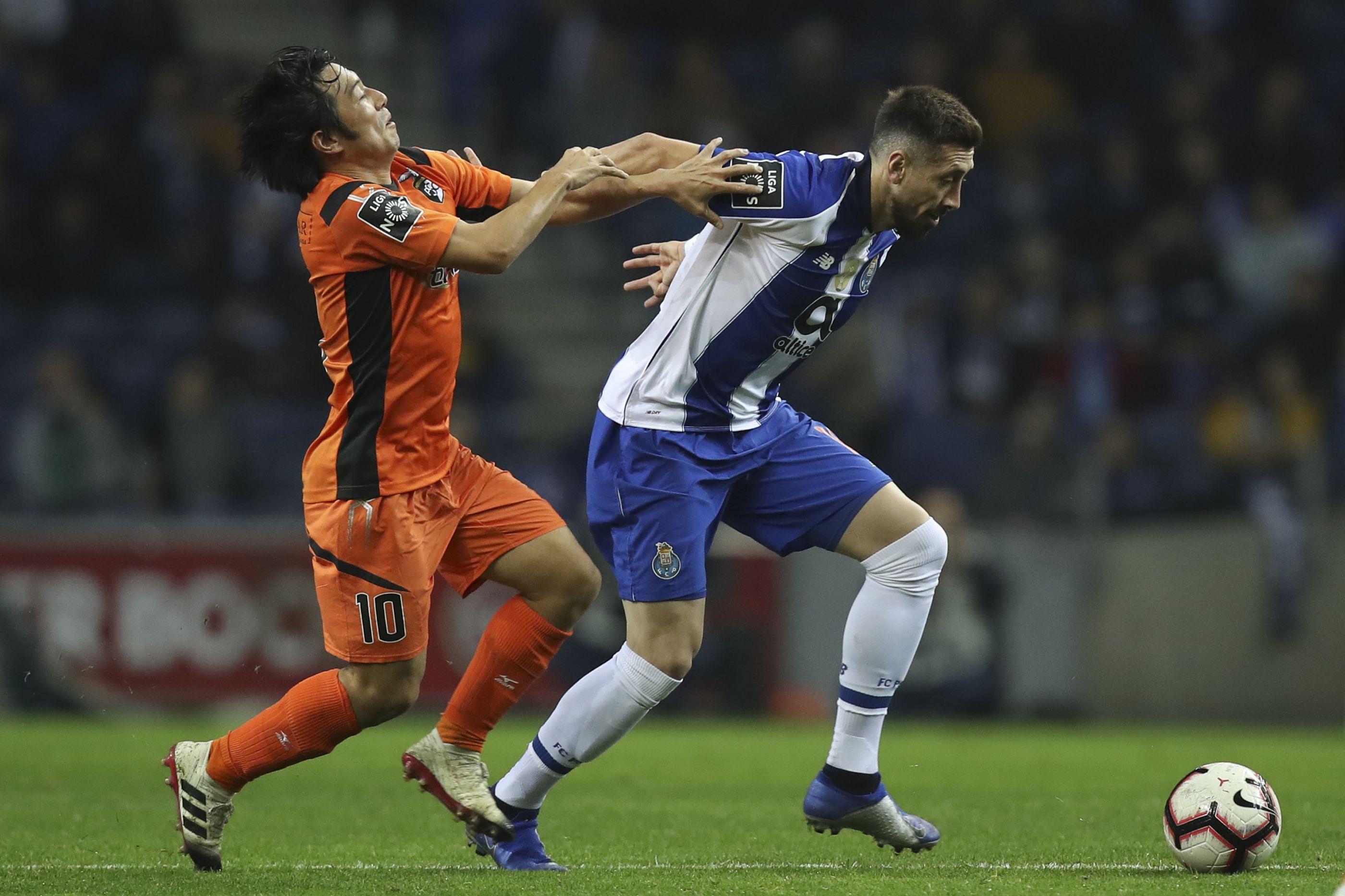 """Benfica aponta o dedo a """"mais um jogo sujo"""" no Dragão"""