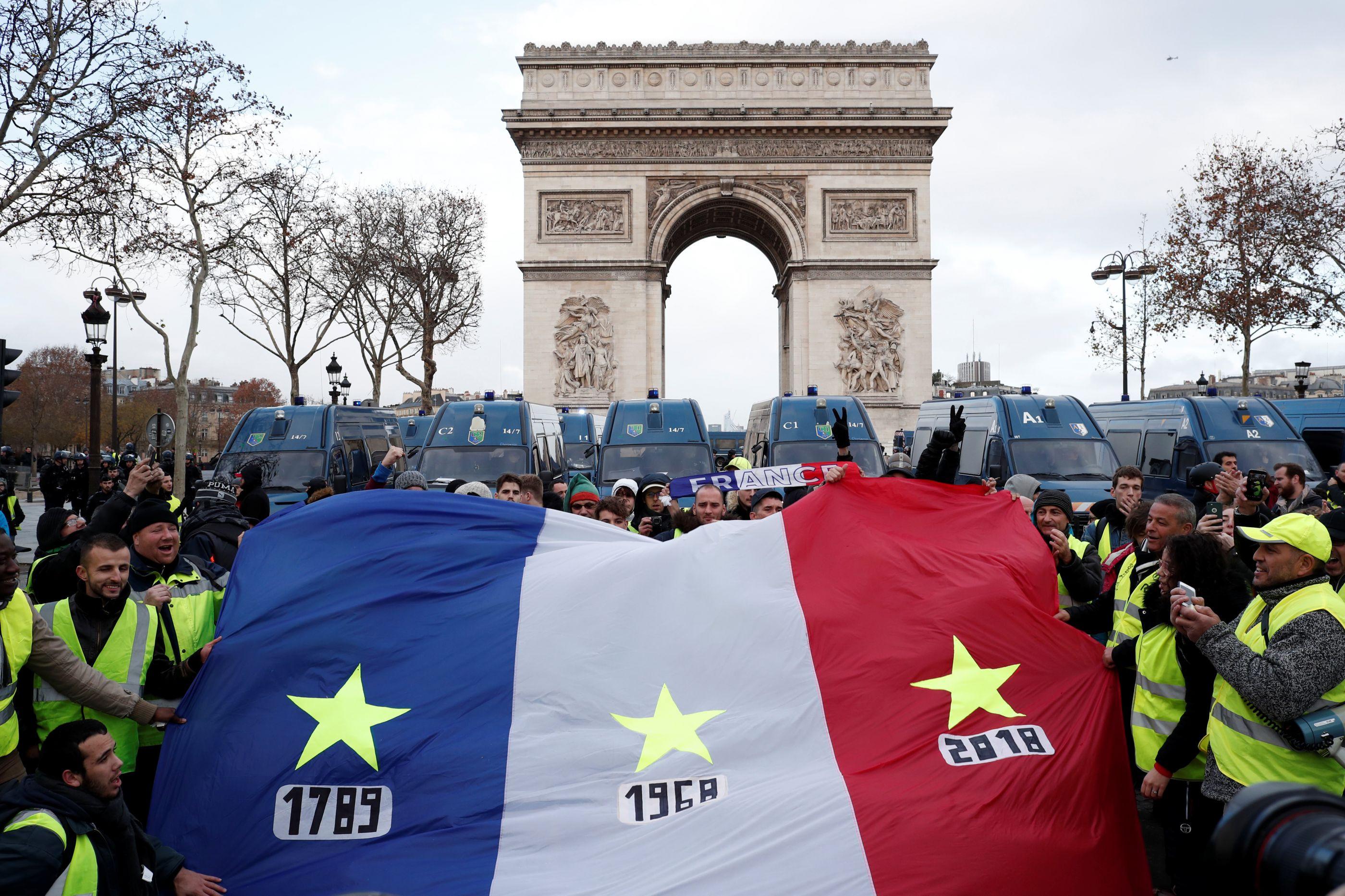 Paris: Acompanhe em imagens o protesto dos coletes amarelos