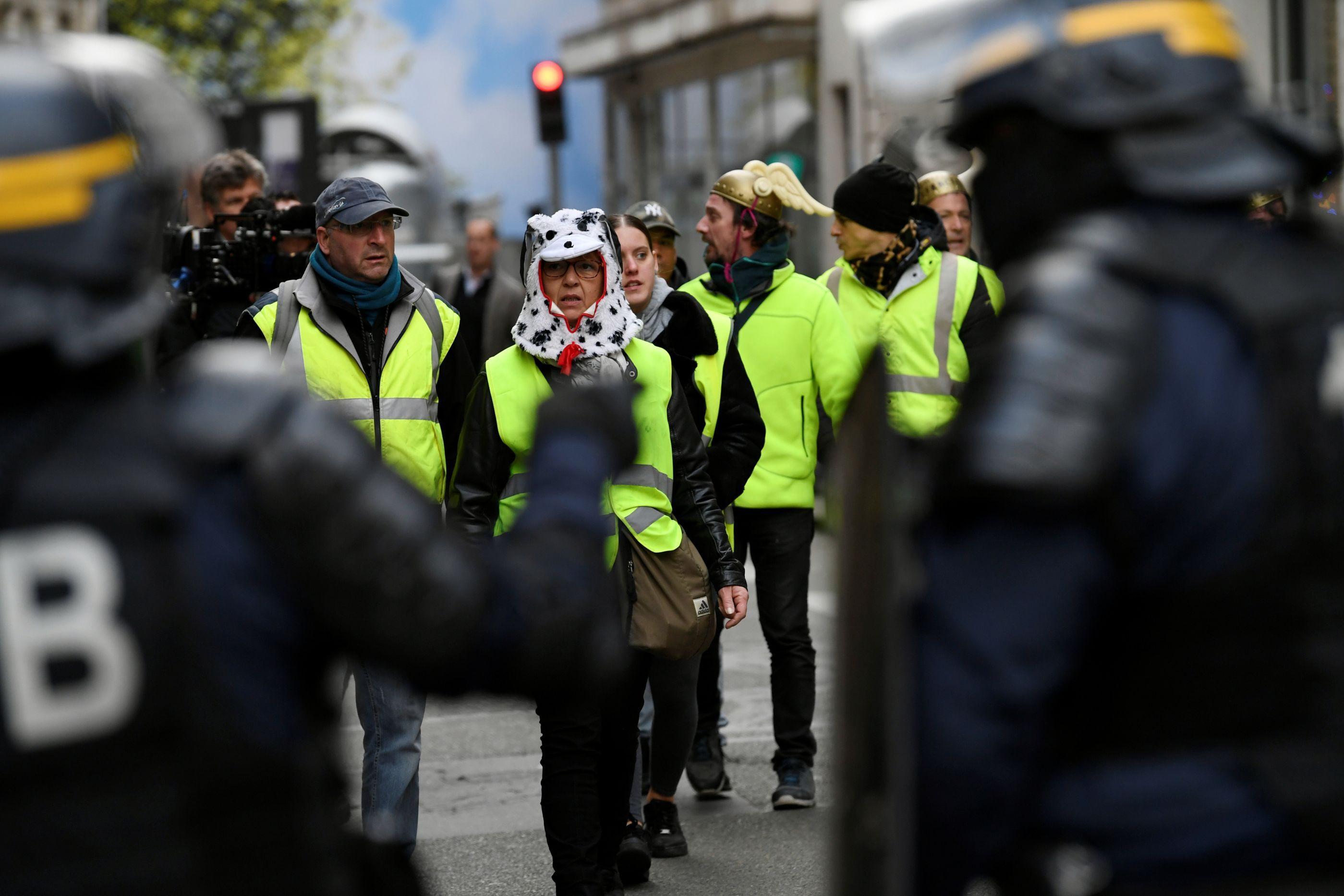 Coletes amarelos: Protestos previstos para hoje colocam polícia em alerta