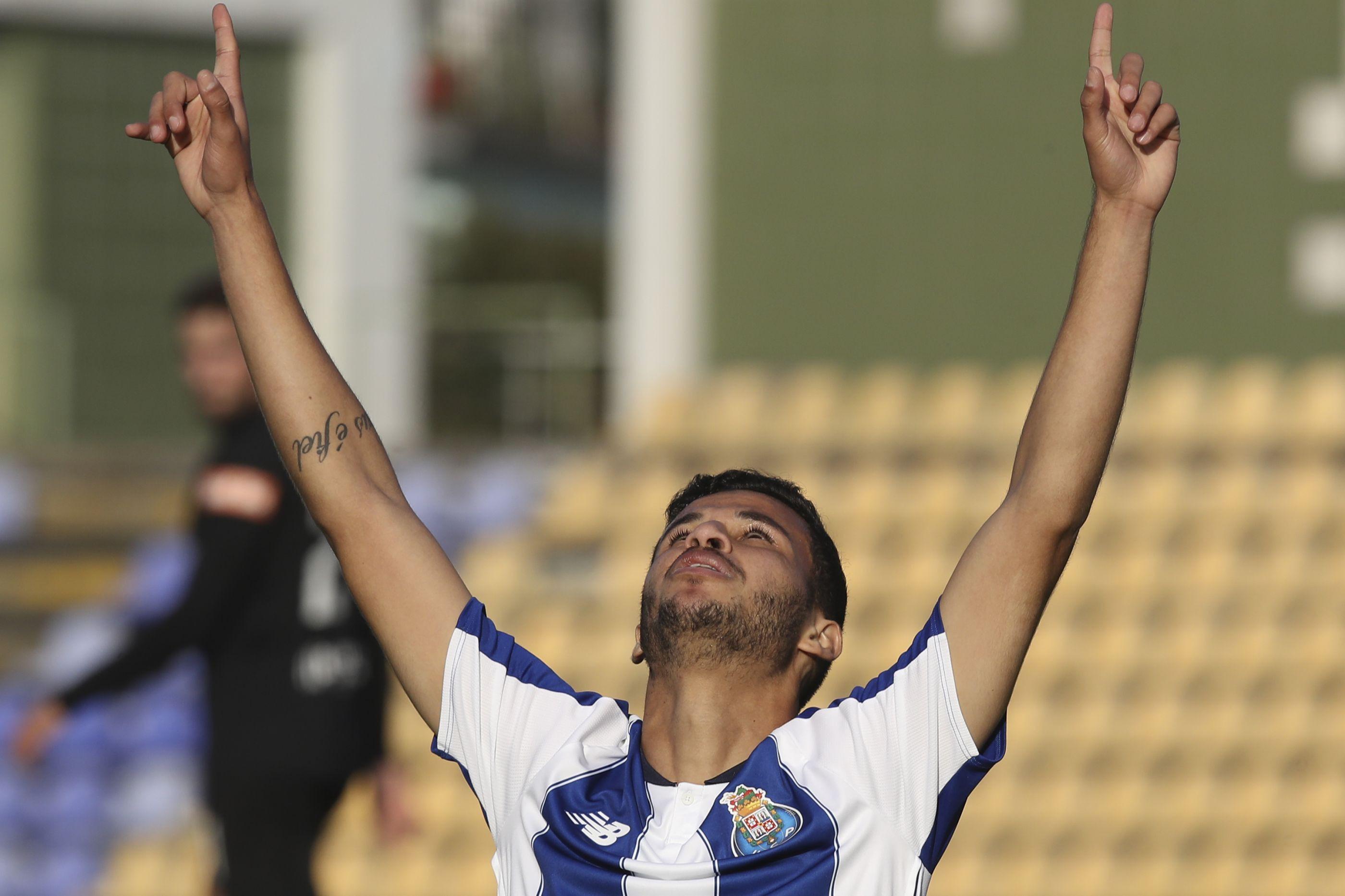 FC Porto B vence Académica e deixa último posto