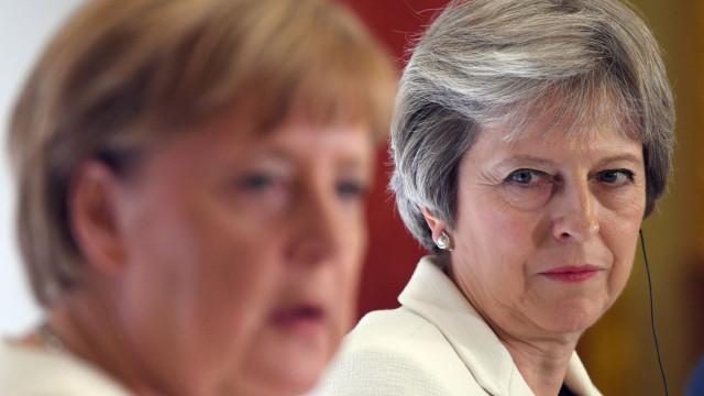 Merkel favorável a um adiamento além do pedido por Londres