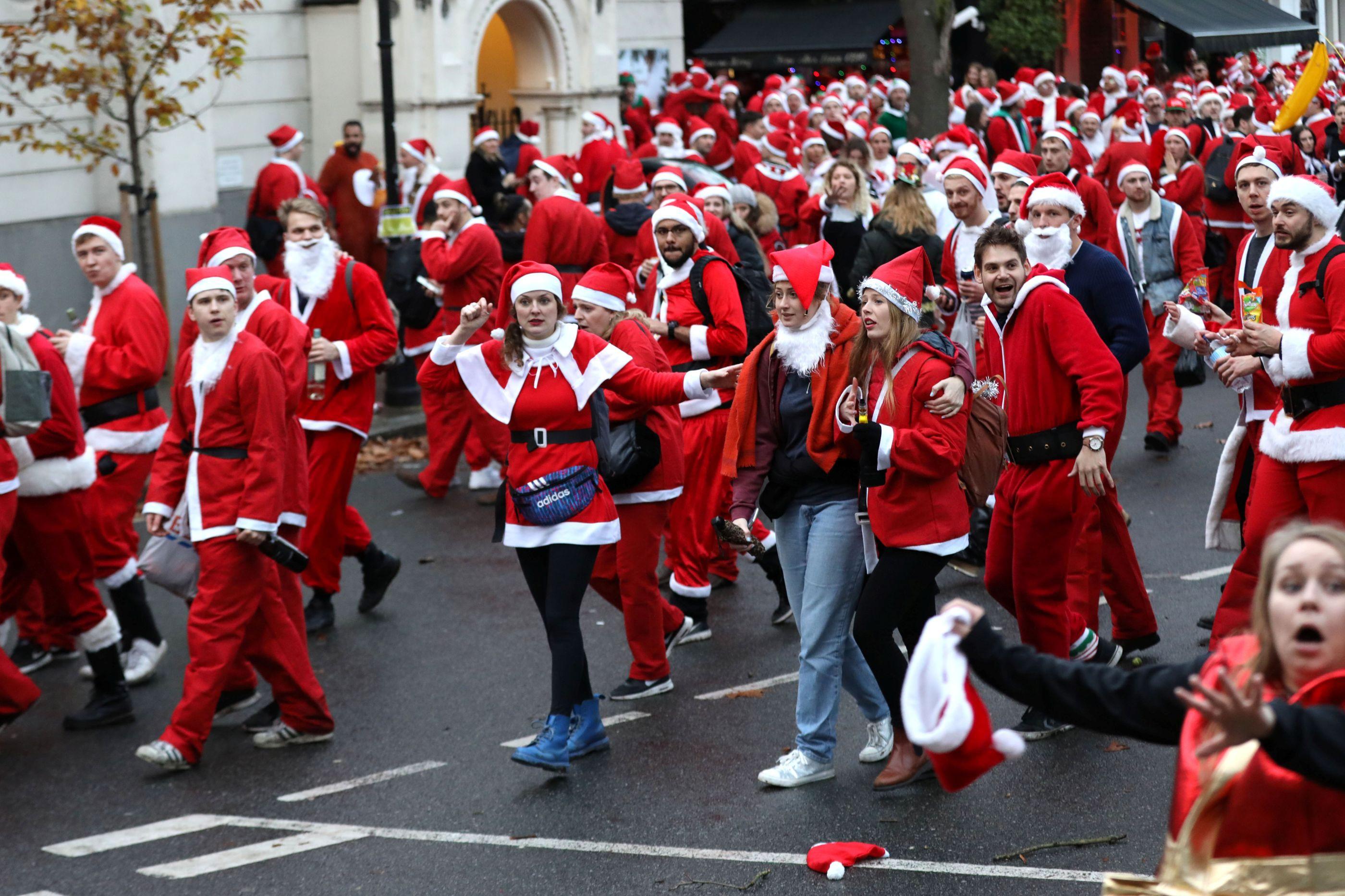 Em dia de SantaCon, nem a Lapónia poderia competir com tanto Pai Natal