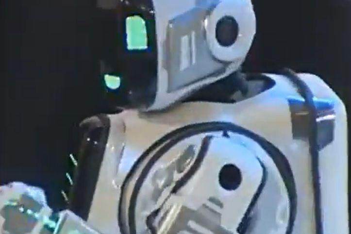 O robot de alta tecnologia que afinal era um homem num fato