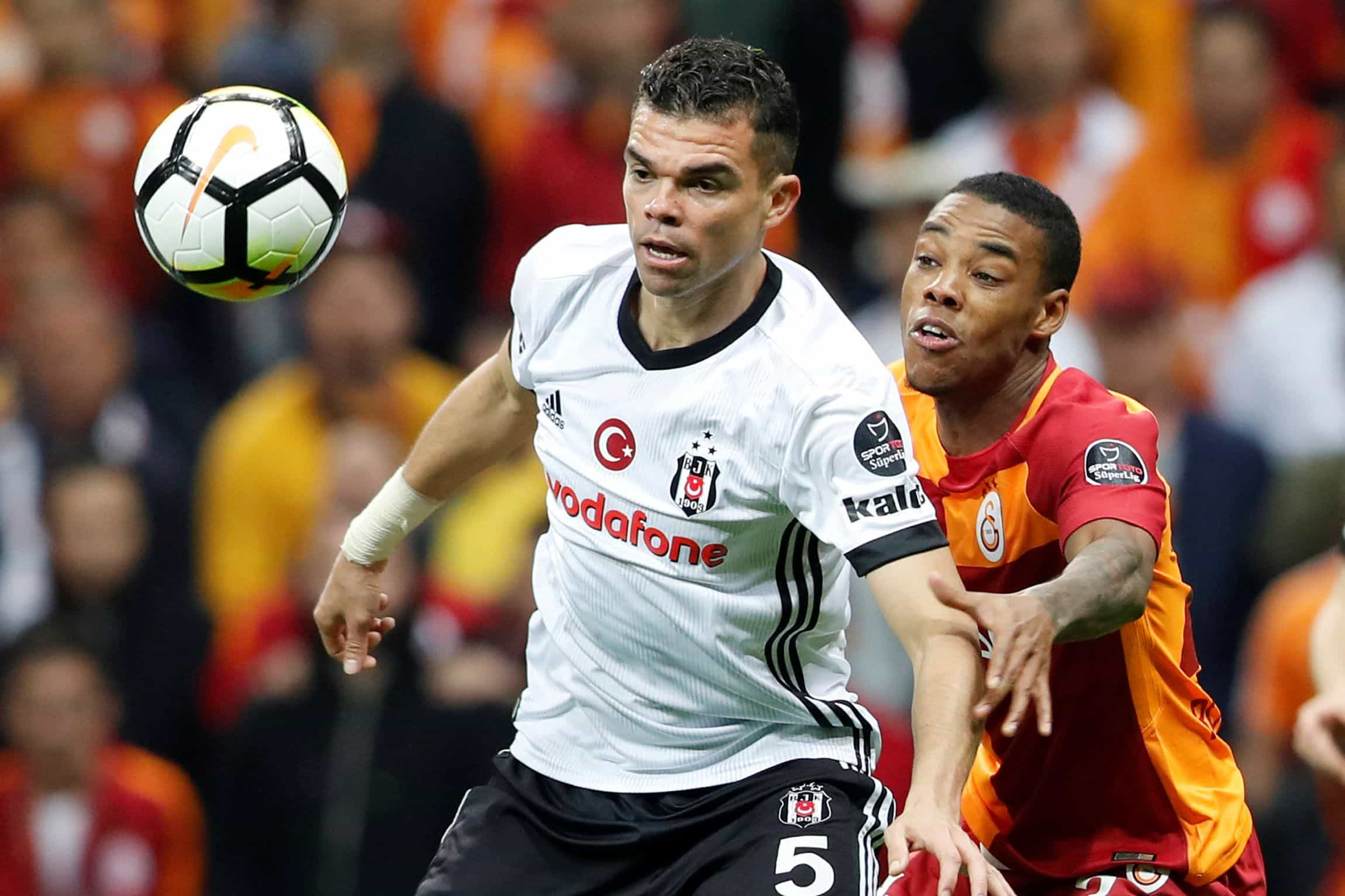 Antes de rescindir, Pepe pagou a funcionários do Besiktas do seu bolso
