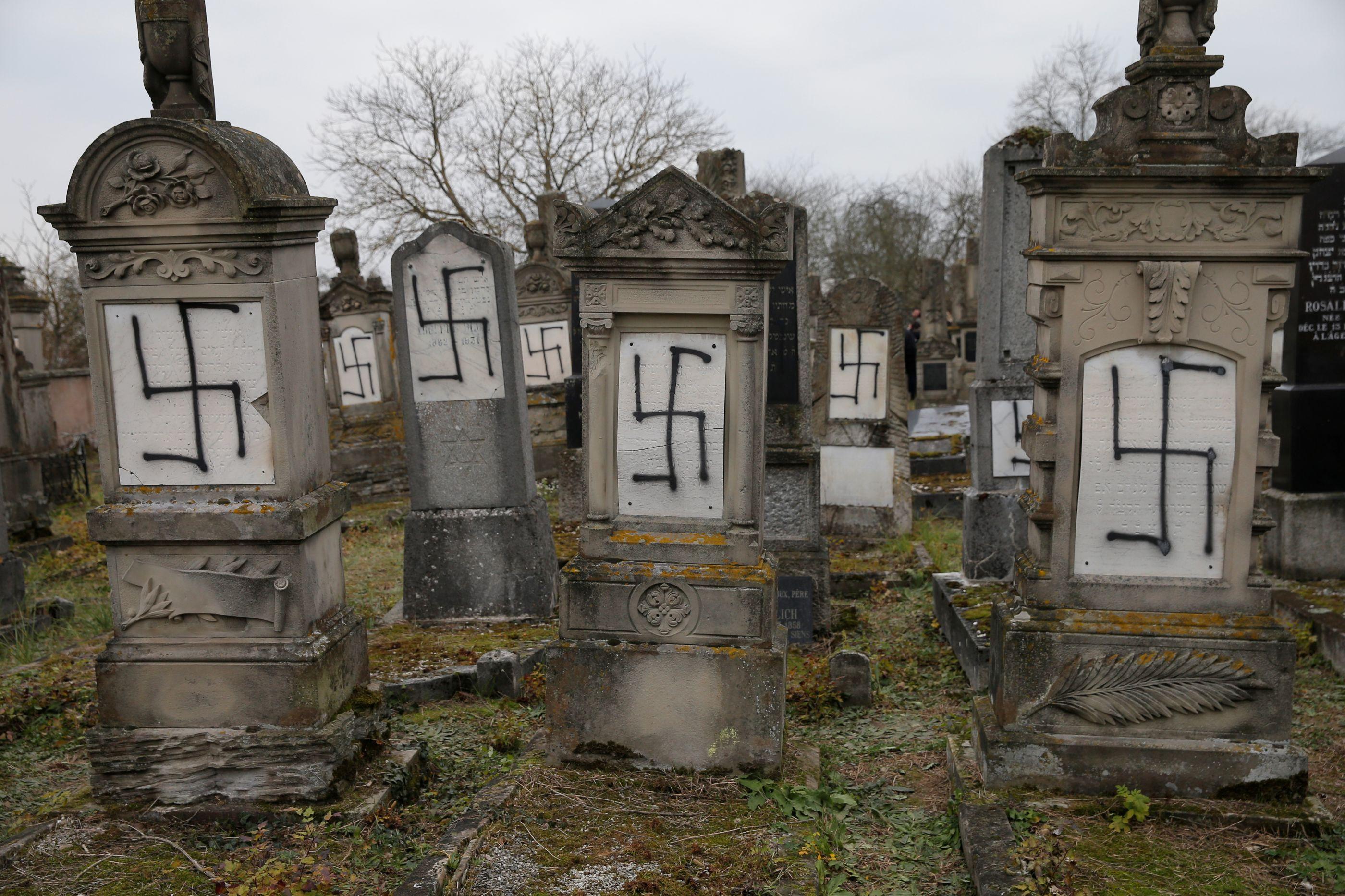 Cemitério judeu em França vandalizado com suásticas