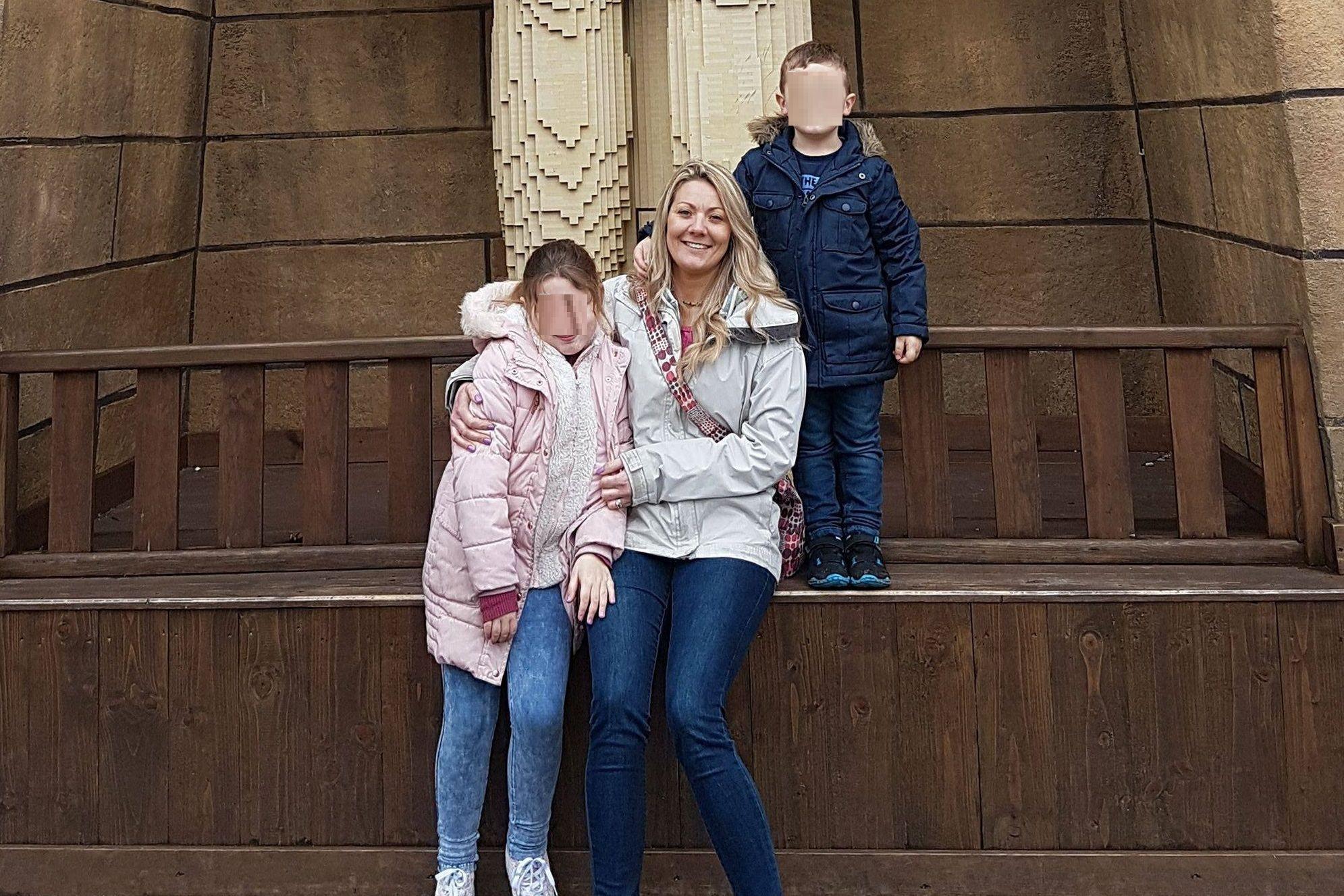 Mãe e dois filhos morrem em incêndio provocado por luzes de Natal