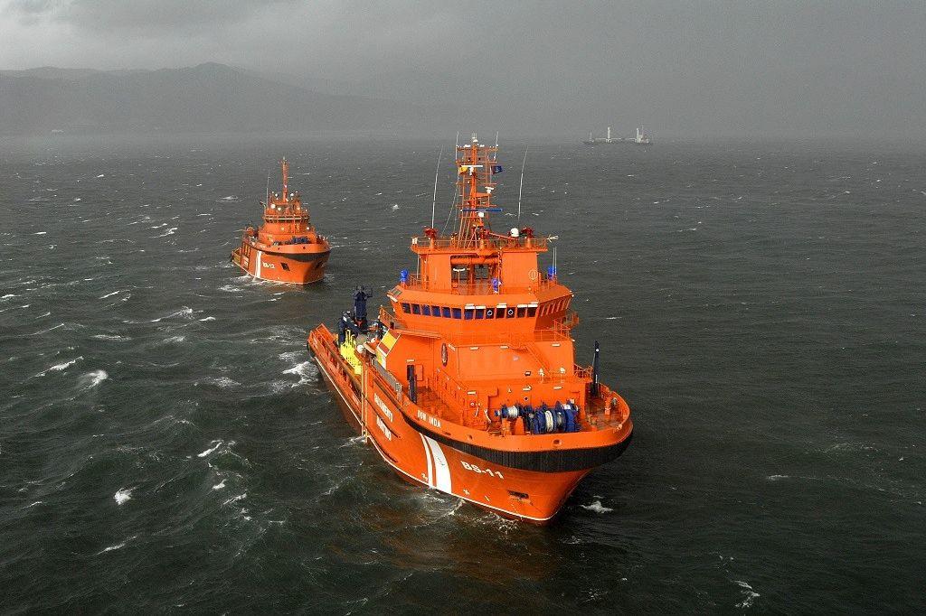 Embarcação com 33 pessoas e 11 cadáveres resgatada no mar de Alborão