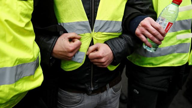 """Coletes amarelos: 31 detidos em Paris em dia de """"tolerância zero"""""""