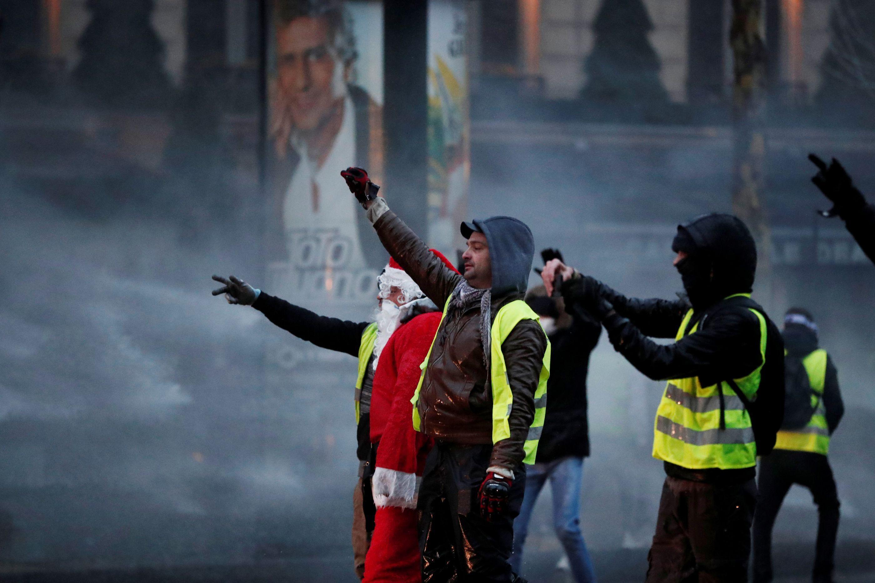 Coletes Amarelos: 8.400 detidos e 1.300 polícias e bombeiros feridos
