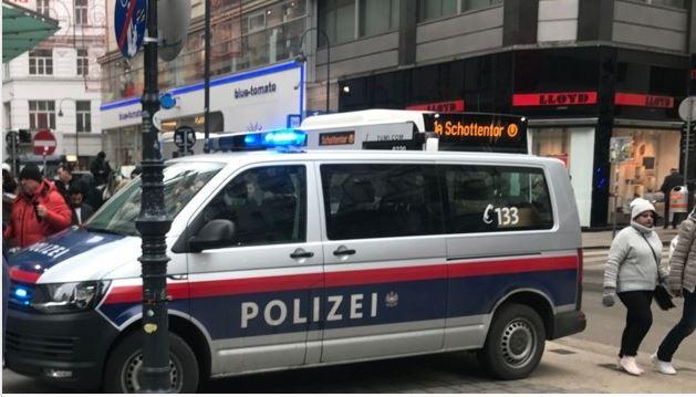 Um morto e um ferido num tiroteio em Viena. Atirador em fuga